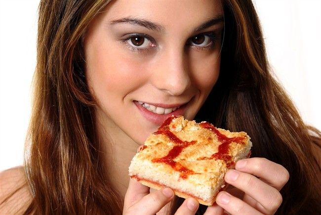 Donna-mangia-pizza_650x435
