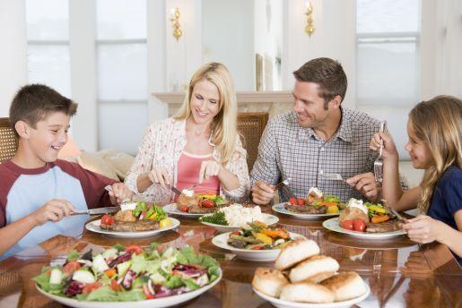 famiglia-a-tavola