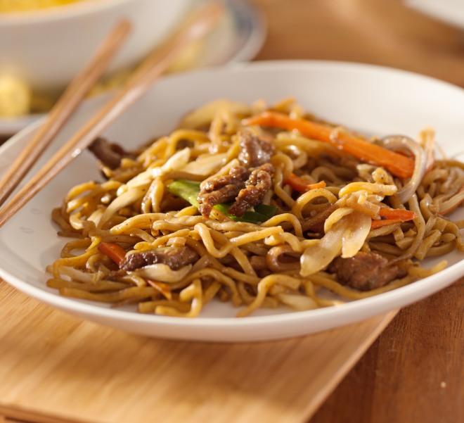 Ricetta Noodles Con Verdure E Carne.Spaghetti Saltati Con Manzo E Verdure Alla Cinese Dietagratis Com