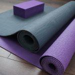 Tappetino yoga: ecologico, in sughero o da viaggio? Ecco come scegliere il migliore